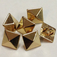 M-11615 - Gold Pyramid Button