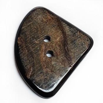 GHW-7005 Triangle-Shape, Carved Genuine Horn Button